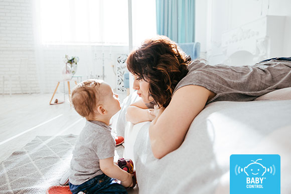 Los niños nacen con un gran potencial intelectual. Tener un vínculo estrecho con los padres y criarse en un ambiente tranquilo les ayudará a desarrollarse.