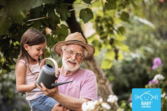 Más de la mitad de los niños pasan un tiempo con sus abuelos durante la época estival. Te contamos por qué es bueno que mayores y pequeños pasen parte del verano juntos.