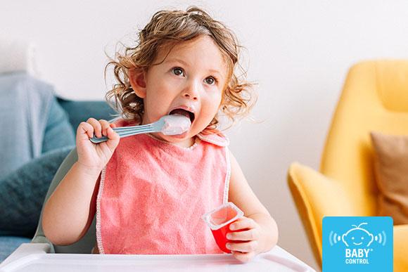 Frutos secos, alimentos azucarados, exceso de sal… no son recomendables para niños menores de dos años. Te contamos por qué evitarlos y cuándo introducirlos.