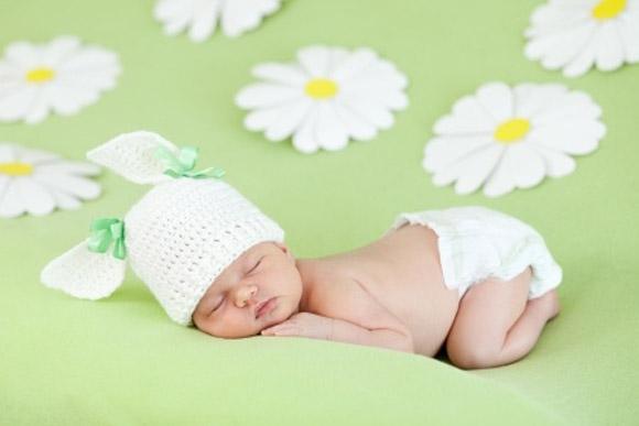 Bebé dormido muy feliz