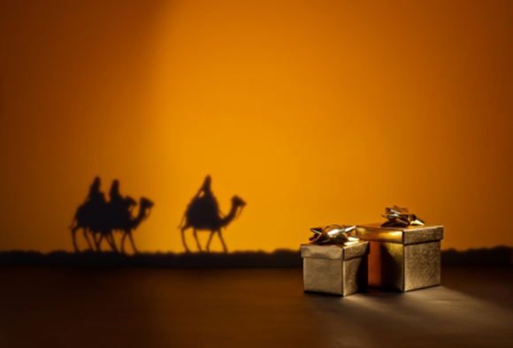 Sombra de los reyes magos y regalos que han dejado a los niños