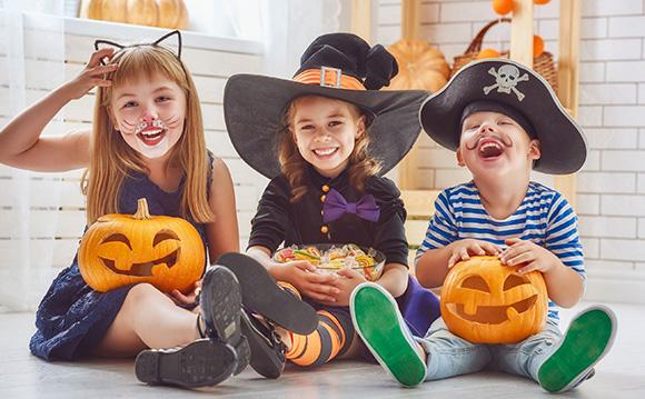 Niños disfrazados para la fiesta de Halloween