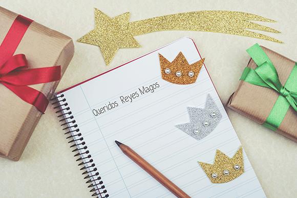 Cuaderno con texto escrito: Queridos Reyes Magos