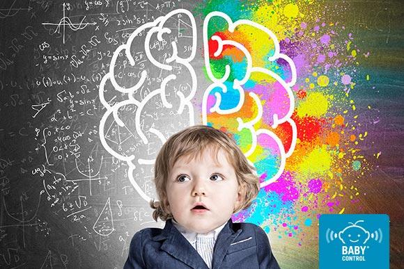 Niño con dibujo de cerebro detrás con lado racional y lado creativo