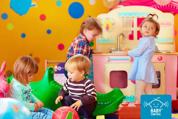 Niños jugando en la escuela infantil